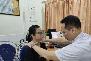 Chữa bệnh bằng phương pháp 'thần bí', cô gái gặp biến chứng kinh hoàng