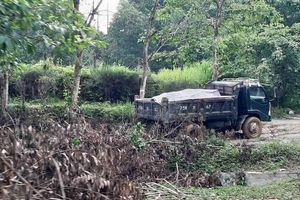 Thừa Thiên Huế: Ăn trộm khoáng sản, chủ tịch xã cùng cấp dưới bị phạt hơn 20 triệu đồng