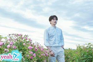 'Thần chết' Lee Dong Wook và bộ ảnh bên cánh đồng hoa, nam thần đẹp hơn hoa là có thật