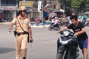 Đi xe máy, lỗi nào bị tước giấy phép lái xe? Có lỗi bị giữ bằng 1 năm