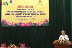 Bộ trưởng Y tế phổ biến bài tập thể dục giữa giờ cho Bộ trưởng Công an