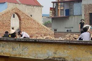 Dân mạng tranh cãi về hình ảnh 'học sinh cá biệt bị phạt đẽo gạch' ở Bắc Ninh