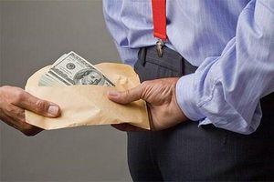 Lừa đảo nhận tiền 'chạy án' rồi dọa tố ngược, phạm tội gì?