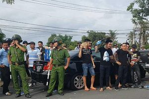 Đồng Nai: Hàng chục giang hồ vây công an trong ô tô