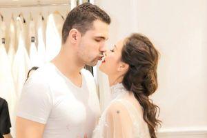 Siêu mẫu Phương Mai hạnh phúc cùng chồng đi thử váy cưới