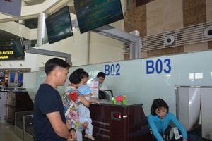 Gia đình có người già, trẻ nhỏ được ưu tiên khi làm thủ tục hàng không
