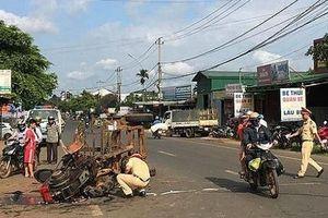 Máy cày gãy trục đâm vào xe máy, nhiều người bị thương