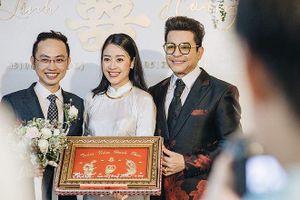 Showbiz 13/6: Tiết lộ quà cưới đặc biệt mà MC Thanh Bạch tặng Phí Linh