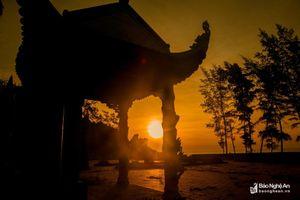 Ngắm bình minh tuyệt đẹp từ ngôi đền hàng trăm năm tuổi ở Quỳnh Lưu