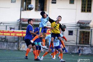 Đương kim vô địch Yên Thành thắng đậm thiếu niên Quỳnh Lưu, đứng đầu bảng A