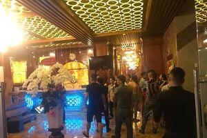 2 nhóm giang hồ giải quyết ân oán trong quán karaoke ở Bình Dương, nhiều tiếng súng nổ