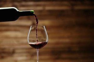 Một chai rượu vang mỗi tuần làm tăng nguy cơ mắc bệnh ung thư ở phụ nữ