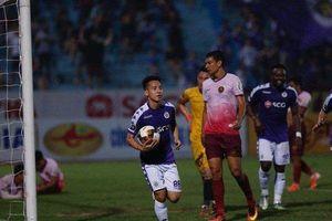 Hảo thủ được nghỉ ngơi, Hà Nội FC vẫn thắng nhẹ Sài Gòn