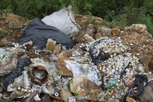 Hương Khê (Hà Tĩnh): Toàn bộ rác thải y tế đổ trộm ra đường đã được thu gom