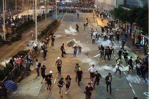 Cảnh sát Hong Kong bắn hơi cay, đạn cao su, khí ga giải tán biểu tình
