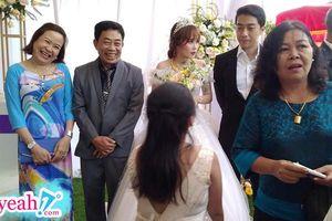 Nhìn khoảnh khắc bố mẹ Cris Phan cười viên mãn thế này, chắc chắn anh chàng đã lấy đúng người rồi!