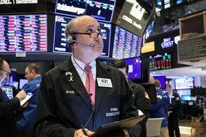 Cổ phiếu năng lượng, ngân hàng kéo chứng khoán Mỹ tụt điểm