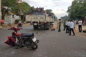 Tông vào hông ô tô tải, nam thanh niên chạy xe máy nguy kịch