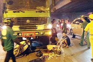 Xe tải 3 chân húc đuôi xe máy, một người phụ nữ tử vong