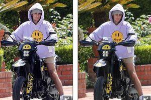Justin Bieber hào hứng chụp hình cùng chiếc xe máy mới tự thiết kế