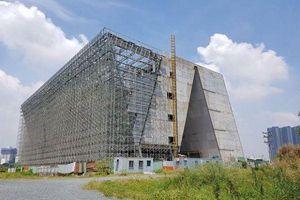 Trung tâm triển lãm 800 tỷ đồng dang dở ở Thủ Thiêm