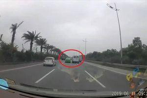 Xem xét khởi tố vụ hai ô tô phóng tốc độ cao, tạt đầu nhau trên đường ra sân bay