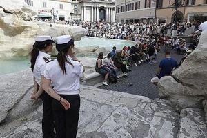 Rome cấm du khách ăn uống, leo trèo, lội qua các đài phun nước