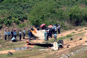 Máy bay IAK-52 gãy đôi khi gặp nạn ở Khánh Hòa