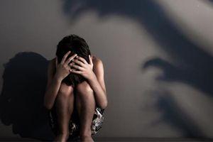 Bắt giam gã đàn ông U60 dâm ô với bé gái 9 tuổi