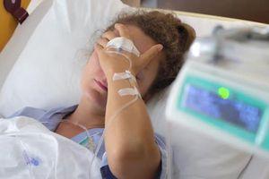 Nhịn ăn sáng nhiều năm, bụng của nữ bệnh nhân chứa 7.750 viên sỏi mật