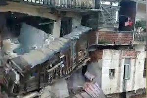 Lũ lụt cuốn trôi tòa nhà ở Trung Quốc