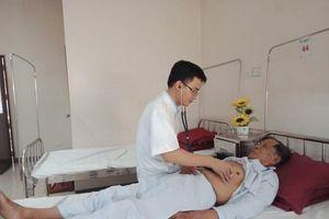 Nhập viện cấp cứu vì chữa hóc xương bằng mẹo dân gian
