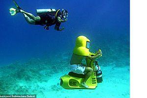 ĐỘC: 'Xe máy' cho phép người lái thỏa thích khám phá vẻ đẹp dưới nước