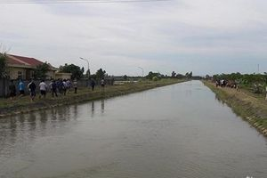 Nghệ An: Tìm kiếm người phụ nữ rơi xuống kênh mất tích trong lúc rửa chân