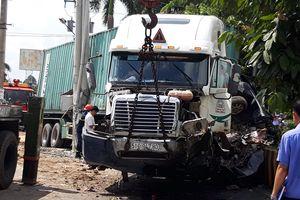 Xe container tông trực diện ô tô 4 chỗ, 3 người thiệt mạng