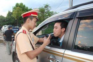Quốc hội thông qua quy định 'không uống rượu bia khi lái xe'