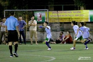 TN Quế Phong bất ngờ giành ngôi đầu bảng D