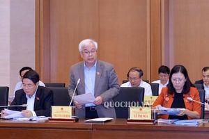 Quốc hội thông qua Luật giáo dục sửa đổi về sách giáo khoa và miễn, giảm học phí