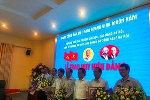 Lễ trao huy hiệu Đảng 50, 30 năm tuổi Đảng