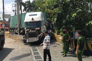 Đi khám bệnh, gia đình 4 người tử vong vì xe container nổ lốp tông vào