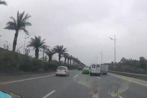 Yêu cầu xử lý nghiêm 2 tài xế lái xe rượt đuổi nhau trên đường
