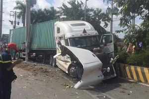Kinh hoàng: Container tông ô tô 4 chỗ khiến 5 người tử vong ở Tây Ninh
