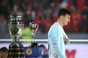 Messi phải vô địch Copa America để cạnh trạnh quả bóng vàng với Ronaldo!