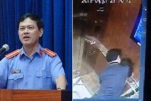 Vì sao xử kín Nguyễn Hữu Linh 'nựng' bé gái trong thang máy?