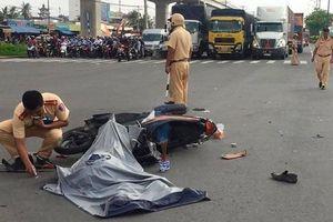 Va chạm với xe khách, người đàn ông chết thảm trên Xa lộ Hà Nội