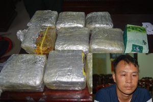Bắt giữ kẻ vận chuyển 10kg ma túy tổng hợp từ Lào vào Nghệ An