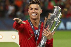 Cristiano Ronaldo cảm ơn CĐV sau mùa giải của những kỷ lục