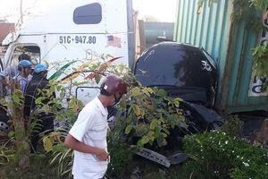 Thông tin mới nhất vụ xe container lấn làn tông ô tô con, 5 người tử vong