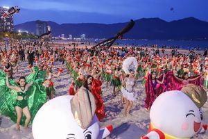 Biển Đà Nẵng náo nhiệt với gần 100 cô gái trình diễn Flashmob Bikini