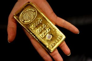 Tăng mạnh, giá vàng có lúc vượt mốc 1.360 USD/ounce trong phiên